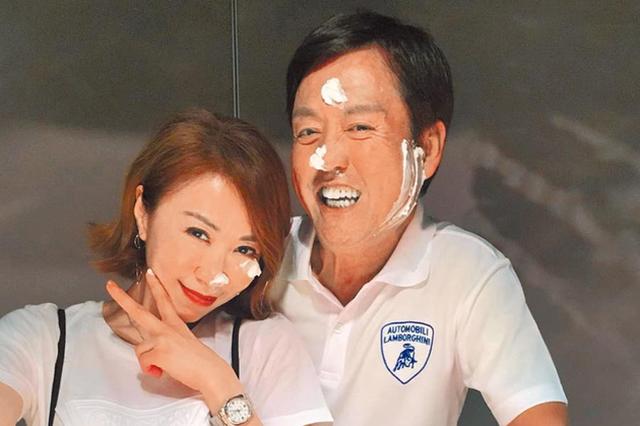 李翊君举办50岁庆生宴 与老公红脸甜蜜拥吻