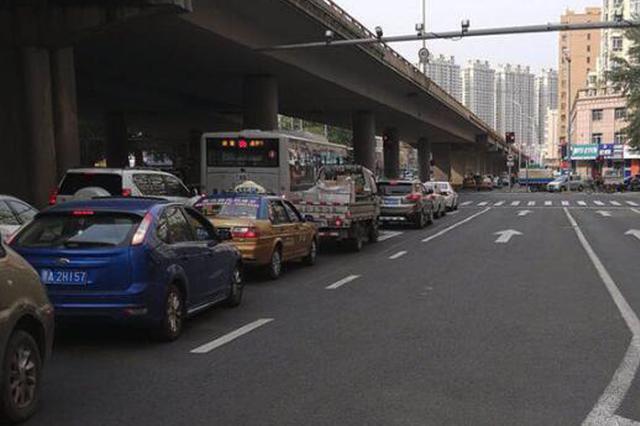 新康高架桥施工 二环桥通达街下桥口处通行这样调整