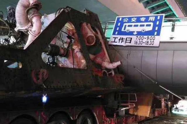 杭州致天桥垮塌货车:车载盾构机设备 隐瞒超限