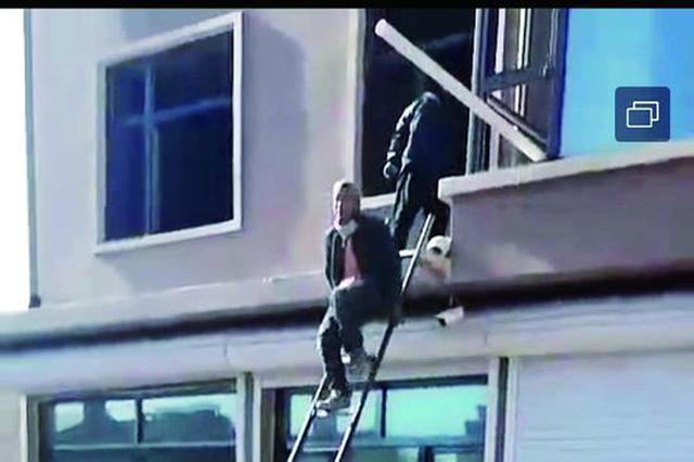 绥化市某小区一套房最多卖五次 居民爬梯破窗装修抢房