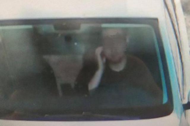 司机摸脸被抓拍成打电话 交警:已撤销记录不处罚