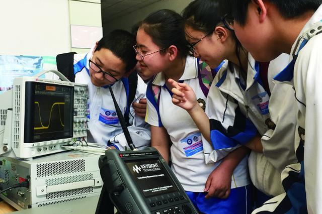 """""""实验室开放日""""启动 300参观者哈工程了解水声知识"""