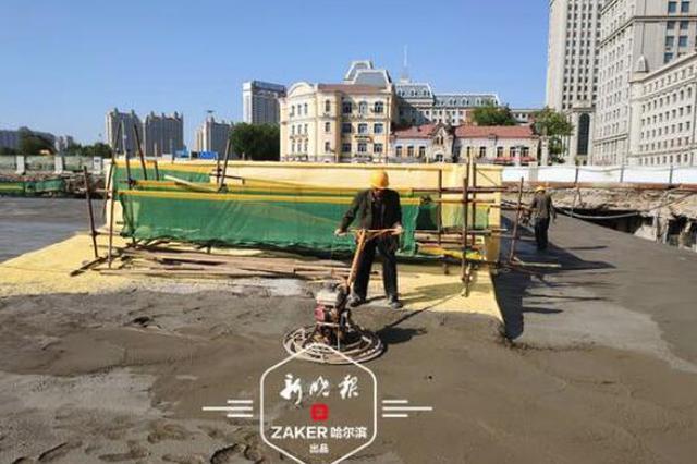 """调整点位与时间 哈站南广场施工现场""""地上冷地下火"""""""