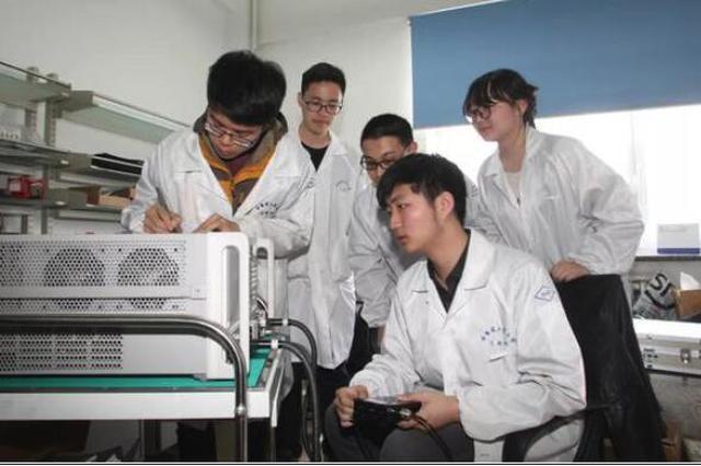 国际范儿 哈工大学紫丁香学生微纳卫星团队的惊叹号