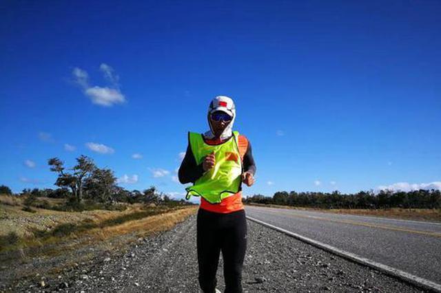 他是首位从南极跑步到北极的中国人 49岁又有新挑战