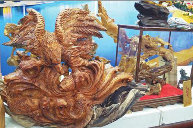 哈洽会文旅融合展区黑河展厅 北安小木雕灵动惹人爱