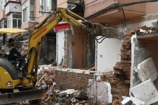 挖掘机显威力 哈尔滨道里区又有千余平方米违建被拆除