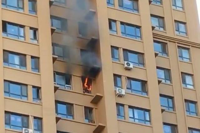 疑电瓶车充电惹祸 哈尔滨涧桥西畔小区民宅起火