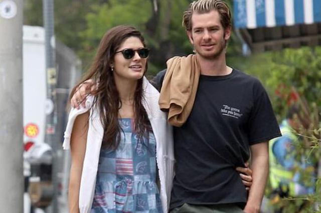 安德鲁加菲尔德与25岁模特亲密出街 新恋情疑曝光