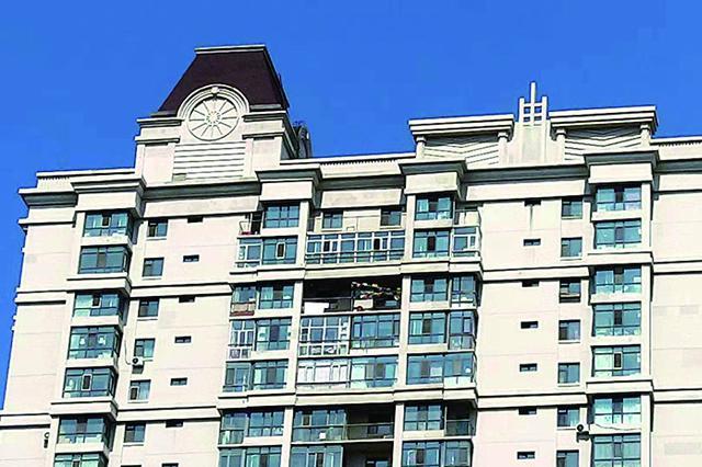 哈尔滨市滨港水岸566户业主消防连廊私改封闭阳台