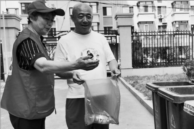 哈尔滨市香坊区退休老人志愿讲解垃圾分类
