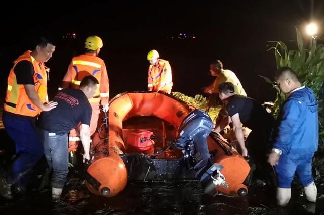 深夜绝地营救 为了洪水中的六名工人兄弟