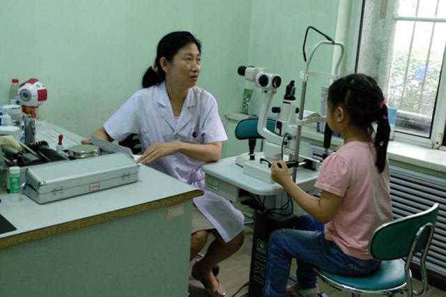 6岁孩子近视达到150度 暑期小患者眼科医院扎堆