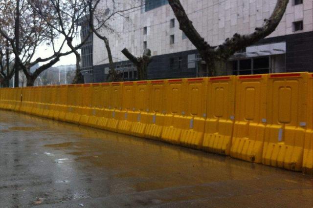 """哈尔滨地铁围挡""""瘦身"""" 分5批次完成38处道路恢复"""