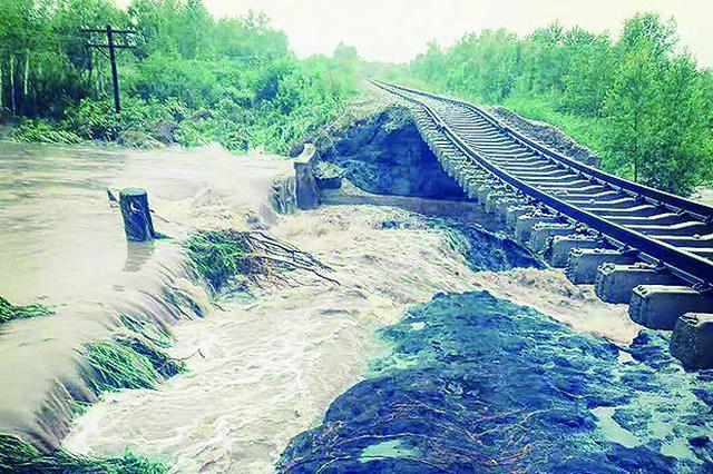 经过22小时的抢修北黑铁路全线恢复通车
