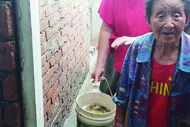 崔大姐家不出水的水���^下面是�λ�的缸。