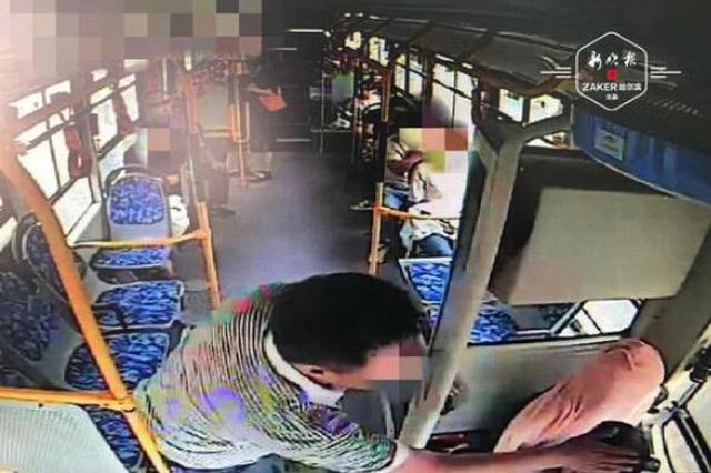 行车途中起争执 男乘客朝14路公交司机连挥数拳被刑拘