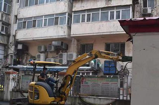 哈市道里区拆除建国街百平方米违建 消除消防通道隐患
