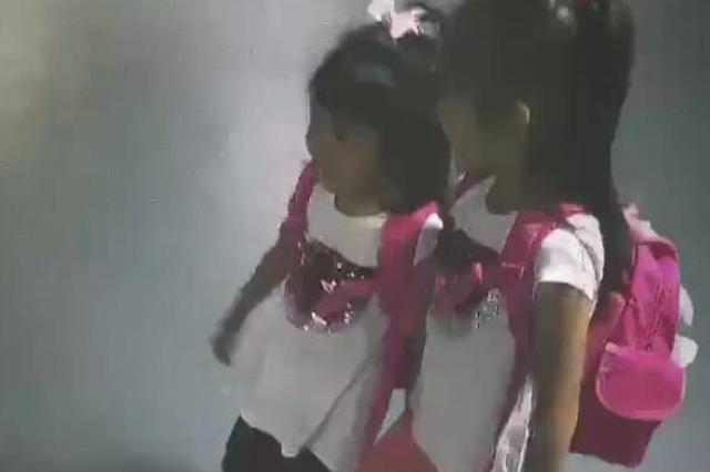 修杰楷幸福分享女儿上学日常:霸气咘咘强吻波妹