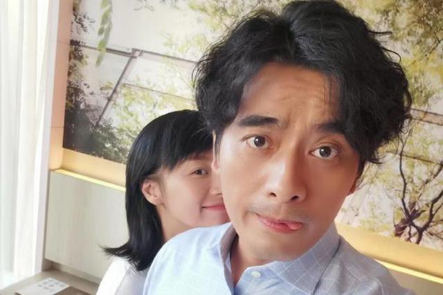 """陈龙为爱妻章龄之庆生 甜蜜称呼""""背后的女人"""""""