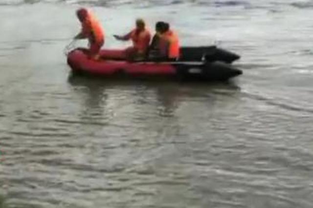 车辆过桥被淹2人困在车内 极速排列3新一轮降水已经在路上
