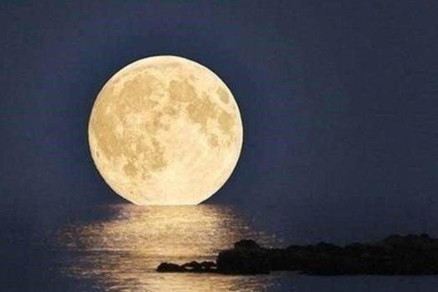 """今年中秋依旧""""十五的月亮十六圆"""" 月亮大小变化不大"""