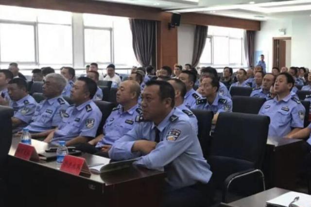 """哈市交警发布公交违法""""黑榜"""" 1114个摄像头将上岗严"""
