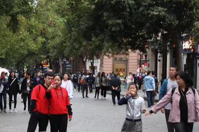 逛百年老街才叫过节呢 中央大街上的雨中中秋感受下吧