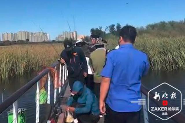"""大剧院湿地公园钓鱼?违规 一天近200钓鱼者被""""请走"""""""