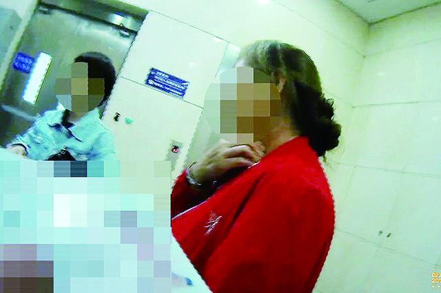 女子伙同他人 胁迫被害人摸自己肚子拍照勒索万元被抓获