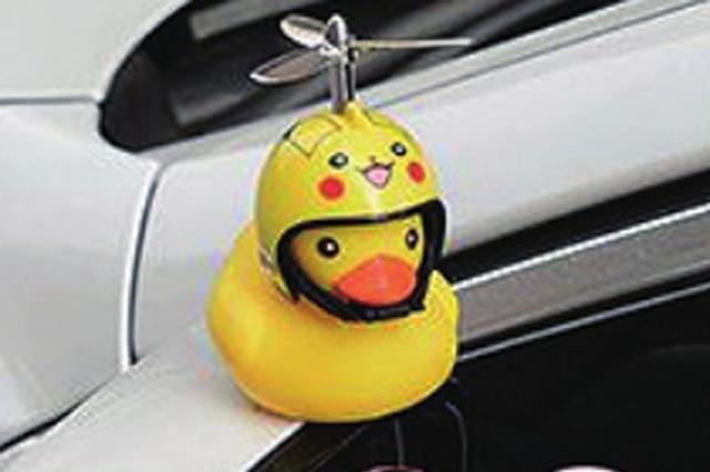 又一款车饰玩偶风靡哈市交警部门提醒 当心被罚500元