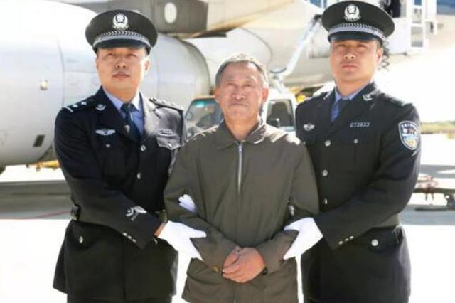 密山市人大常委会原主任李连春回国投案