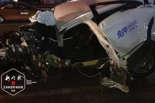 共享汽车变道失控撞上指示杆 司机未系安全带甩出车外