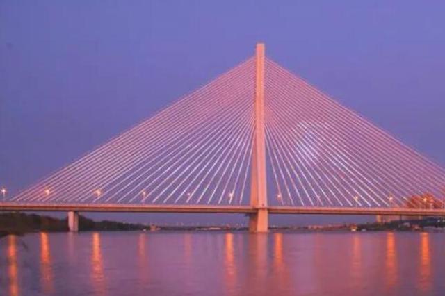 """华丽换装!松浦大桥160米高显示屏""""新片上映"""""""