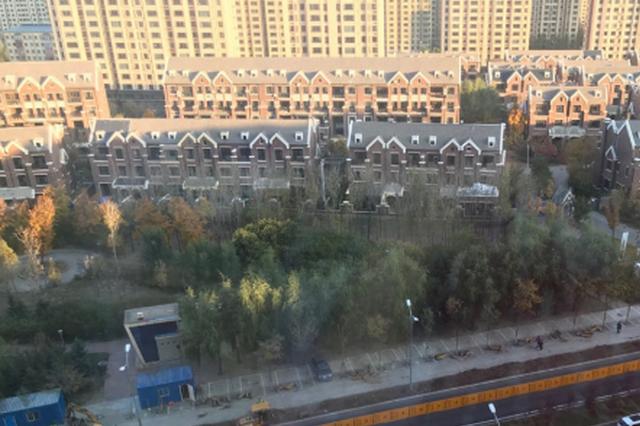 群力第七大道(上江街至丽江路)因施工变双向两车道