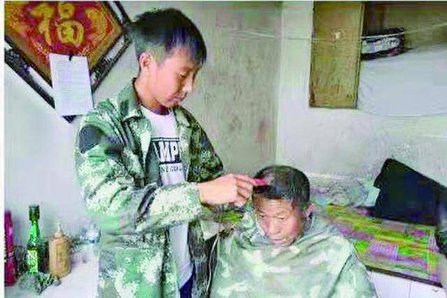 """北安市""""85后""""刘明启:照顾患病村民18年"""
