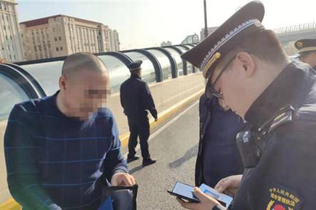 哈尔滨市整治黑车 哈站北广场21台非法营运车辆被查