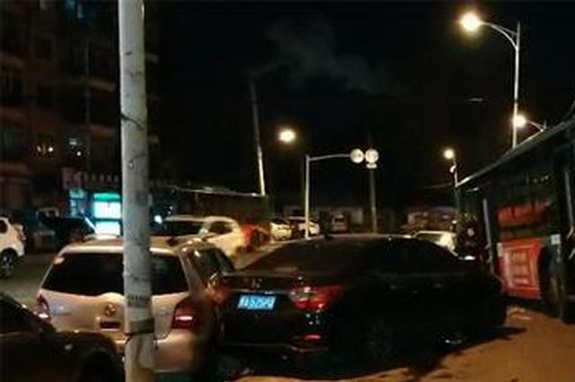 哈市一公交车失控冲向对向车道 一名乘客受轻伤
