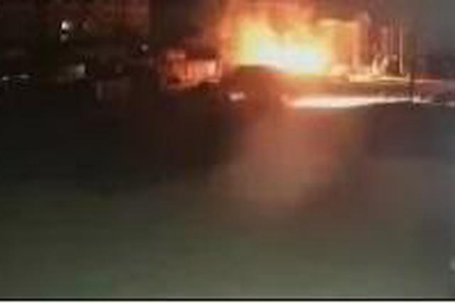 凌晨5点火光冲天 黑龙江男子狂砸7扇门 救了14人