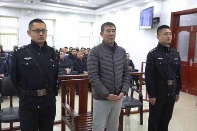 伊春市原副市长、公安局局长李伟东受贿案开庭