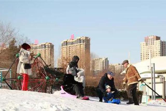 松花江上嬉戏太危险啦 想玩雪可以到这些正规公园