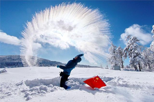 """一地一特色一景一风格 龙江冰雪游""""大餐""""丰盛迷人"""