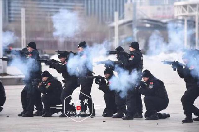 大客车反劫持、应对广场刀斧砍杀 看冰城警察实战练兵