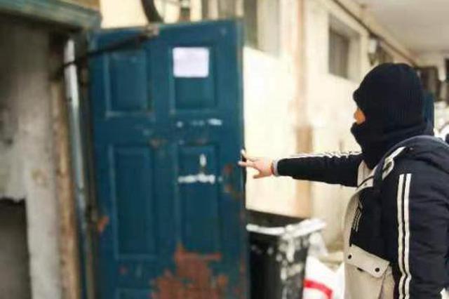 哈市一小区单元门关不上 楼道窗户破损 居民被冻到搬家