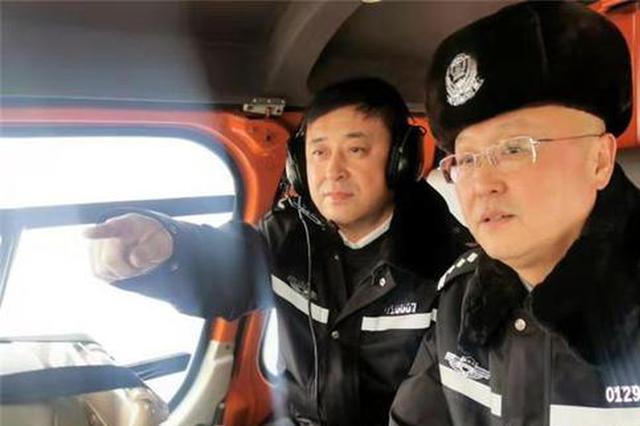 """""""上天""""保交通 冰城交警直升机巡航春节高速路"""