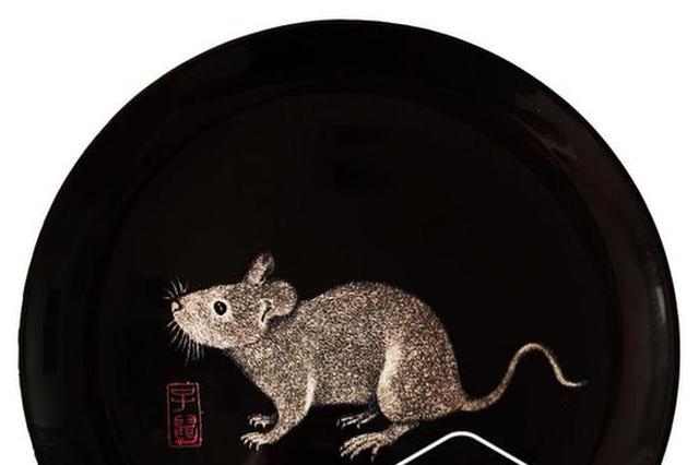 """冰城""""绝活儿王""""携""""鼠""""拜年 在瓷盘上雕出十二生肖"""
