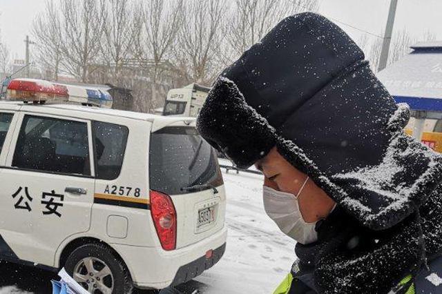 在风雪与降温中 看冰城民警都在干什么?
