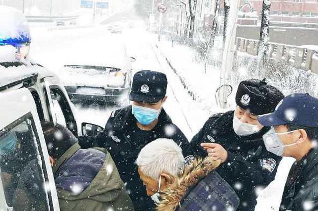 北安市民感动民警风雪中抗疫付出 创作出舞动沙画