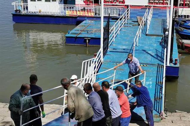 松花江哈尔滨段 轮渡即将通航