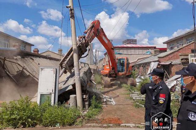 护航重点工程 哈尔滨市松北区集乐村2800㎡违建被拆除